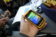 PX-3474_simvalley_MOBILE_Dual-SIM-Outdoor-Smartphone_SPT-800_3G_yellow (1)