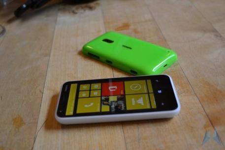 Nokia Lumia 620 Windows Phone (9)