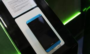 HTC One Blau