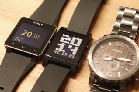 Pebble vs. Sony Smartwatch 2 _MG_7183