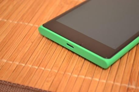 Nokia Lumia 735 02