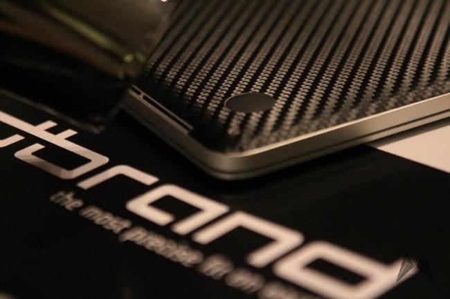 dBrand Skin für das Apple Macbook Pro Retina in Carbon IMG_4035