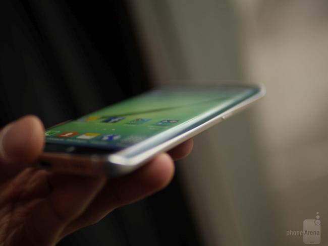 Samsung Galaxy S6 Edge Hands-On (1)
