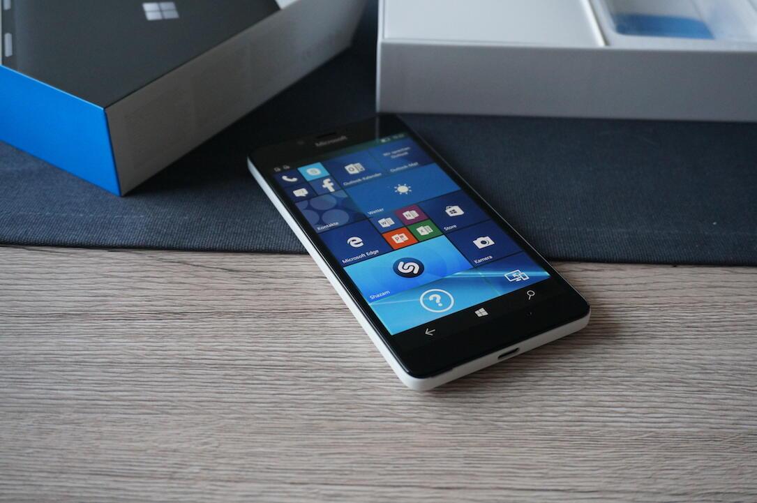 Microsoft Lumia 950 Unboxing2