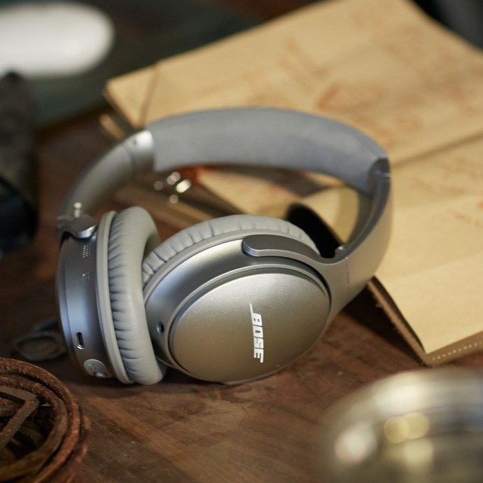 QuietComfort_35_wireless_headphones