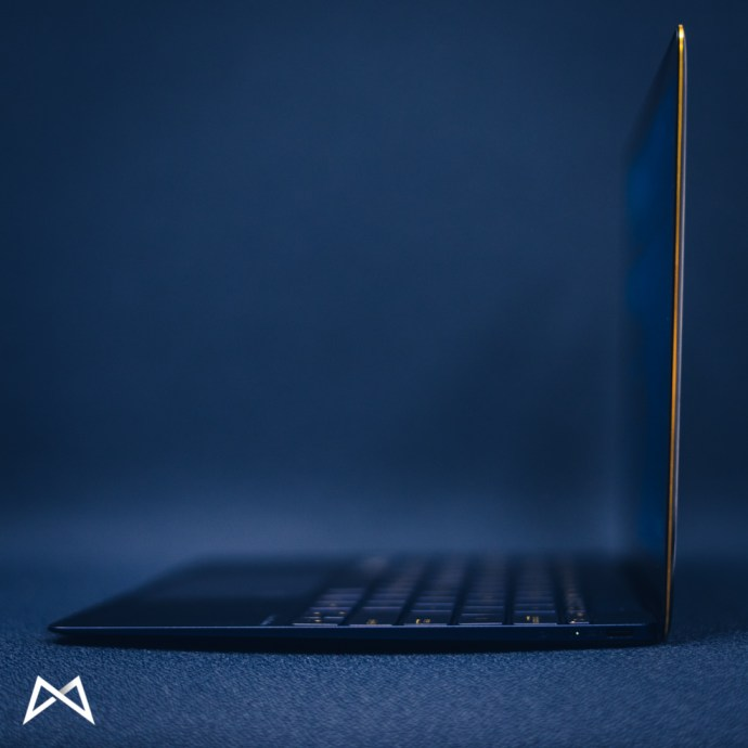 asus zenbook 3 side view