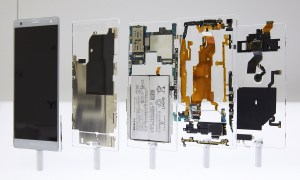43 Xperia Xz2 Deconstructed
