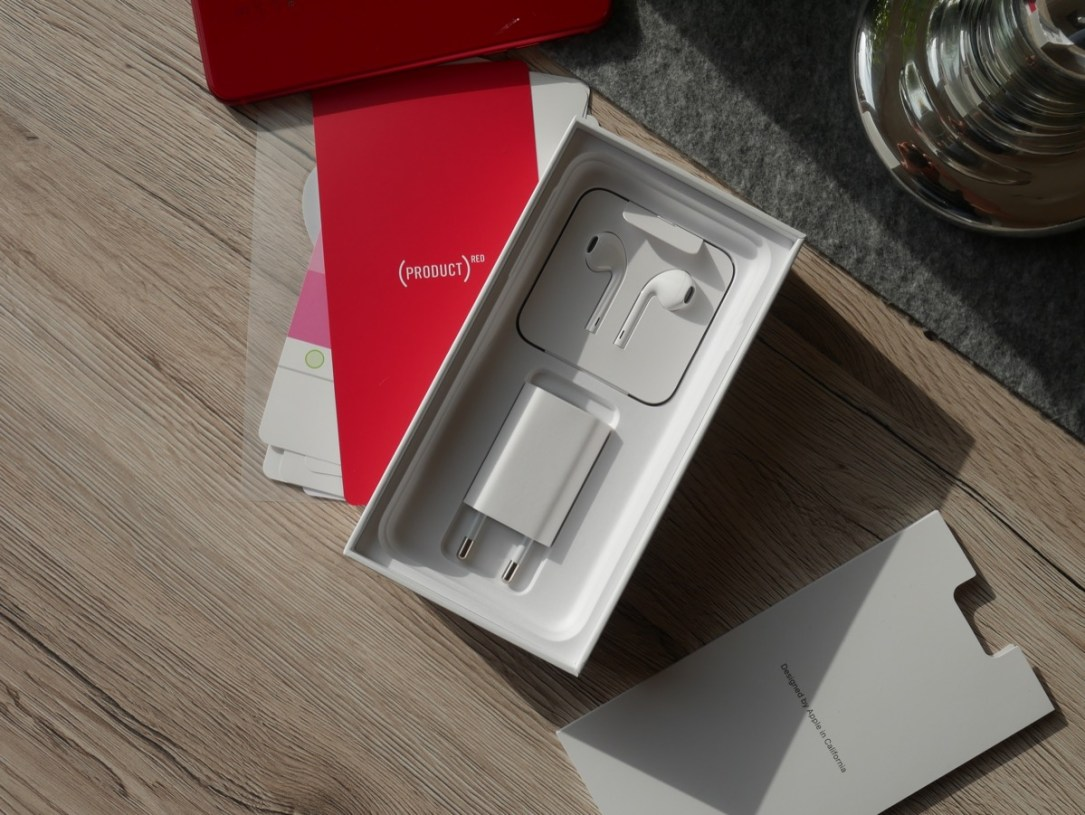 Apple Iphone 8 Red Unboxing9