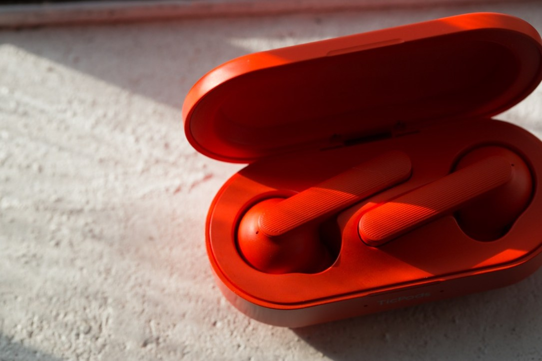 Red Ticpods With Case