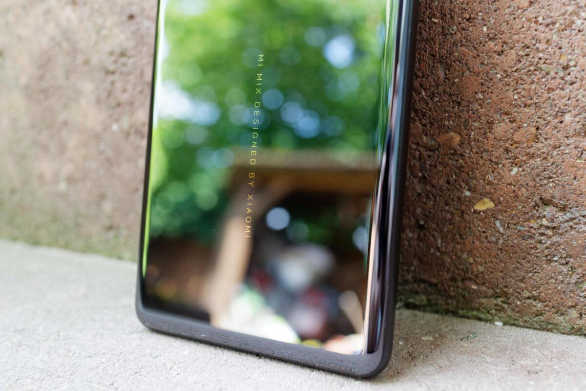 Xiaomi Mi Mix 2s Design 1