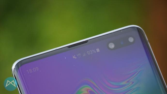 Galaxy S10 5G: Hörmuschel und Frontkamera.