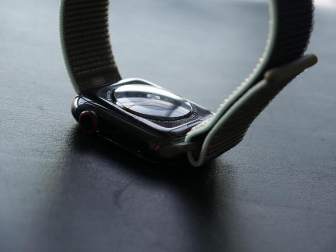 Apple Watch Series 5 Bottom