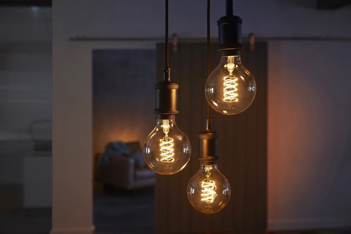 Philips Hue Filament Lifestyle 02
