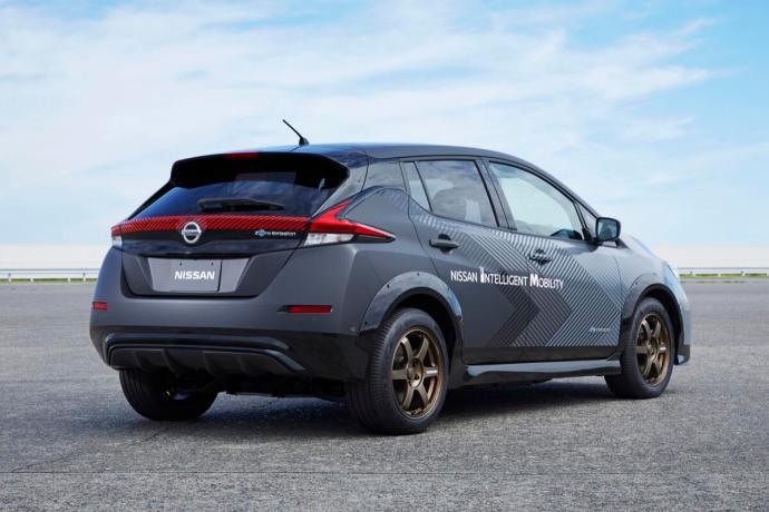 Nissan Leaf Dual Motor Back