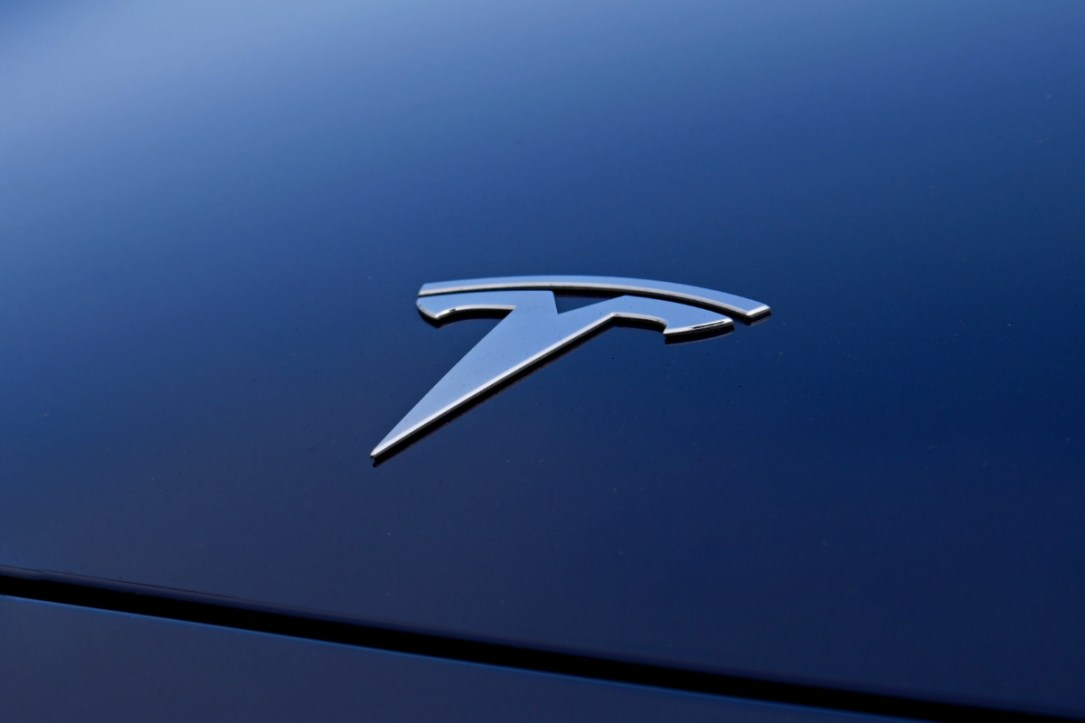Tesla Logo Auto Header