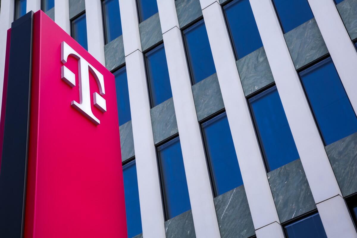 Telekom Logo Header 3