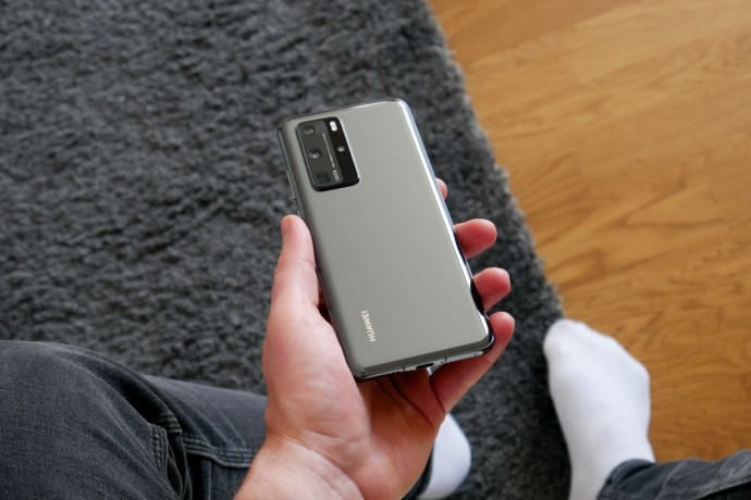 Huawei P40 Pro Hand Back