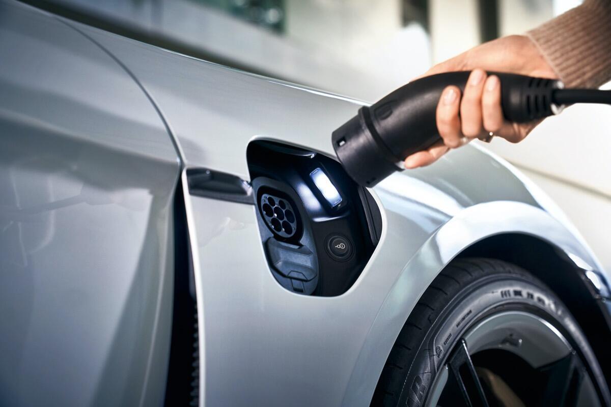 Porsche Taycan Laden Elektro Auto Header