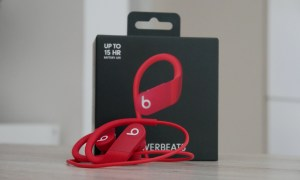 Apple Powerbeats 4 Unboxed