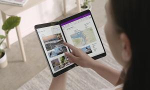 Microsoft Surface Neo Hand