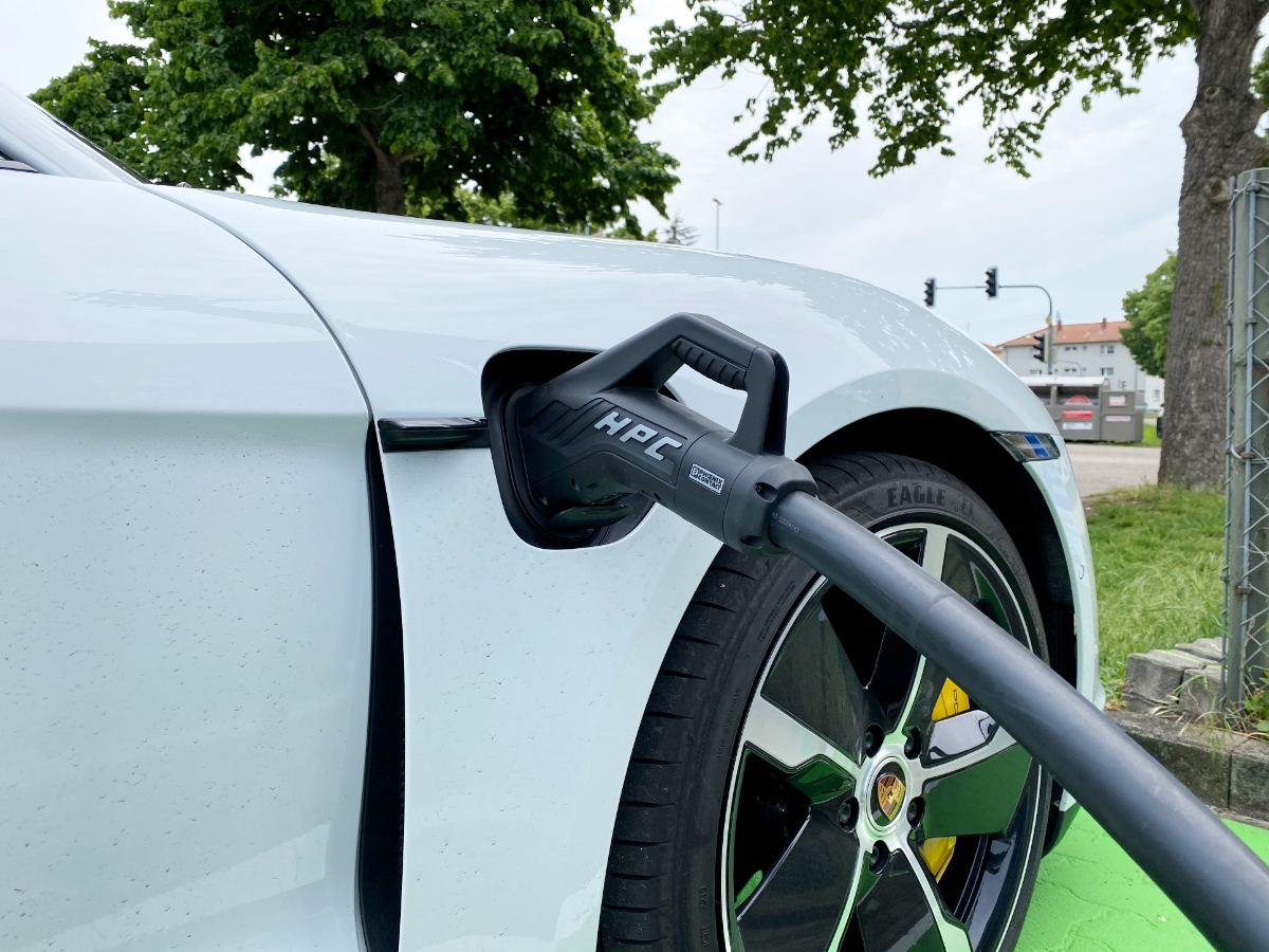 Porsche Charger Laden Elektro Header