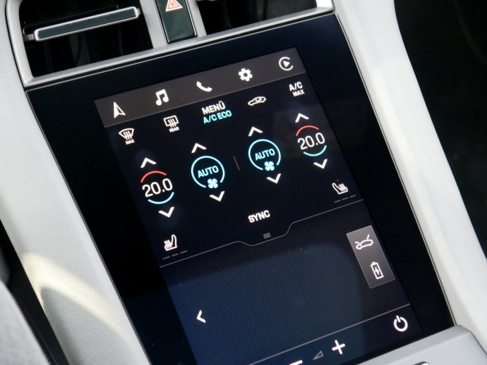 Porsche Taycan Turbo S Display Unten