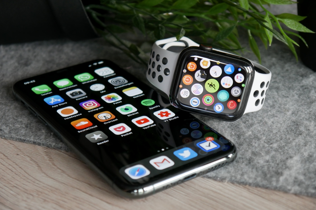 Apple Watch Iphone Header