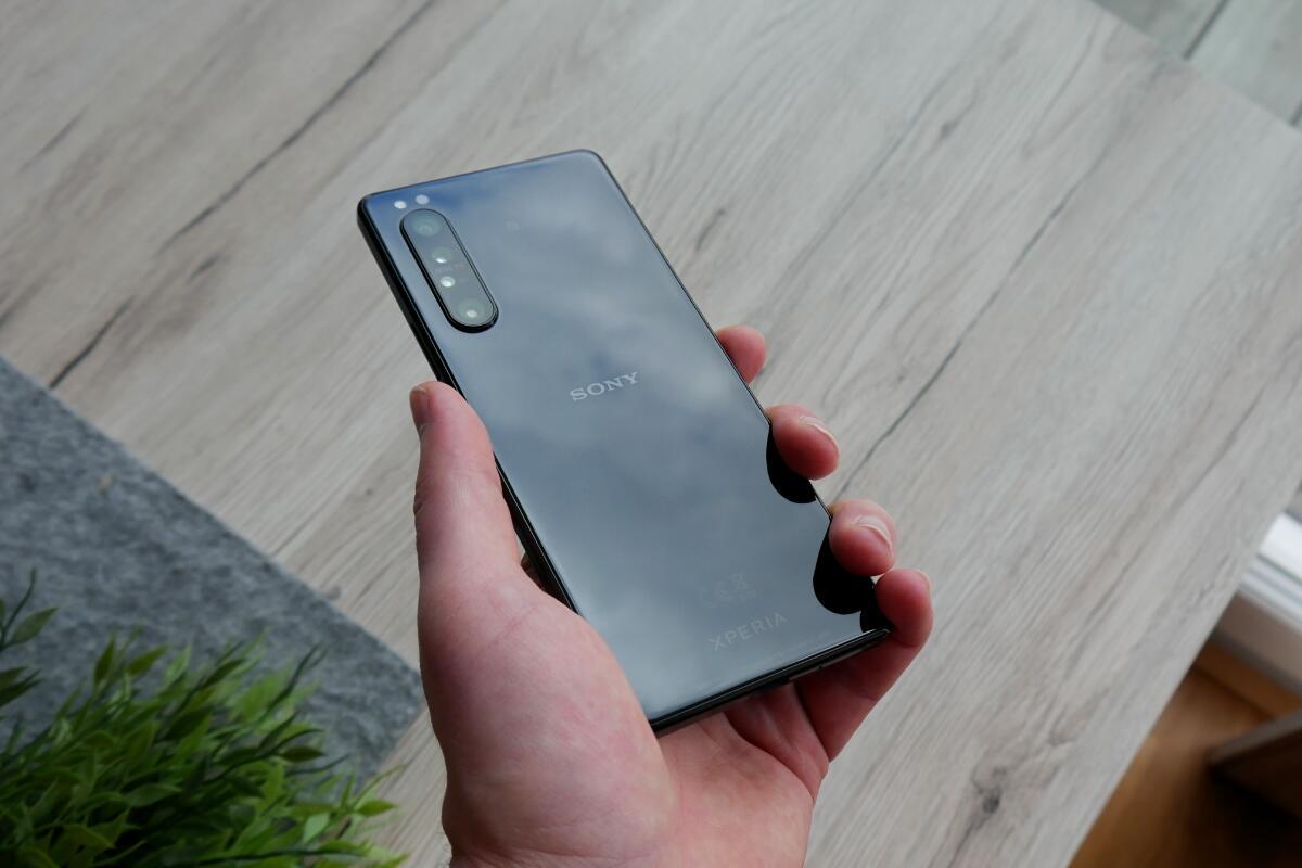 Sony Xperia 1 Ii Hand Back