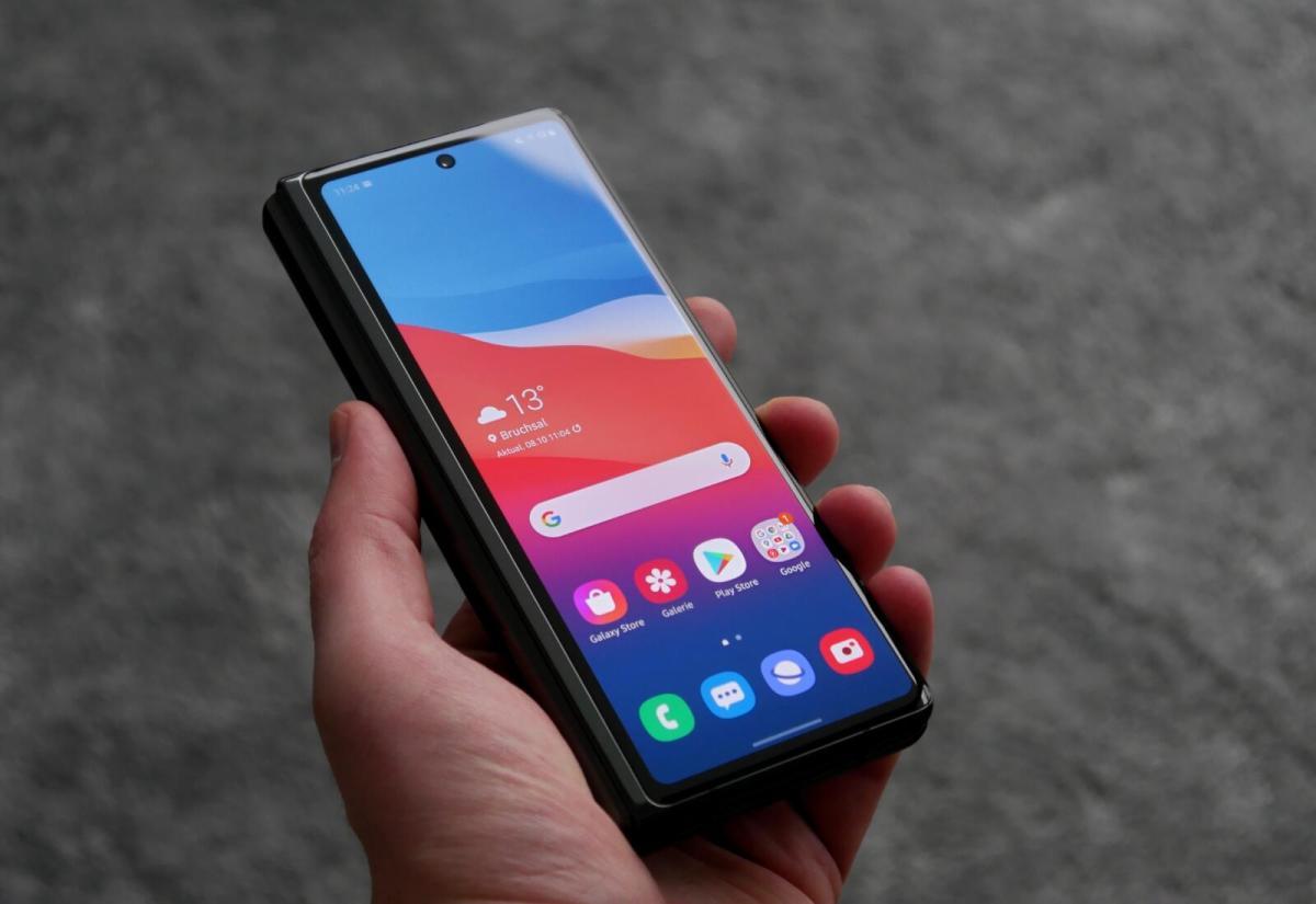 Apple MagSafe: Ladegerät lädt das Samsung Galaxy Z Fold 2