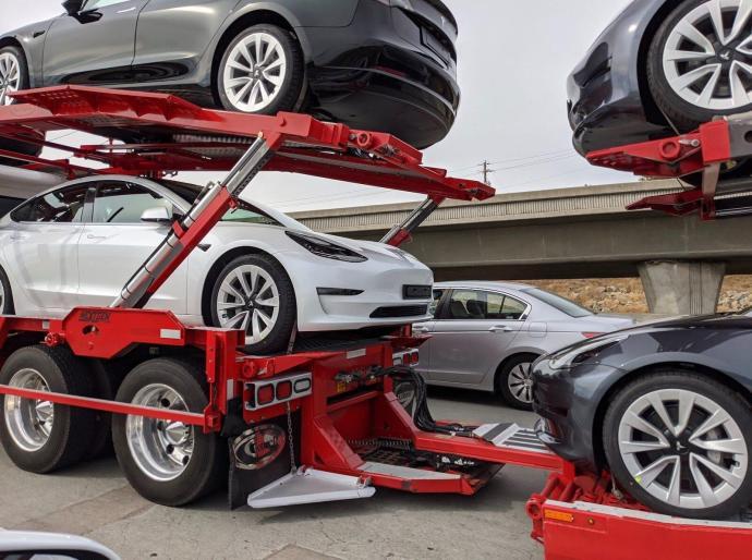 Tesla Model 3 2021 Bild1