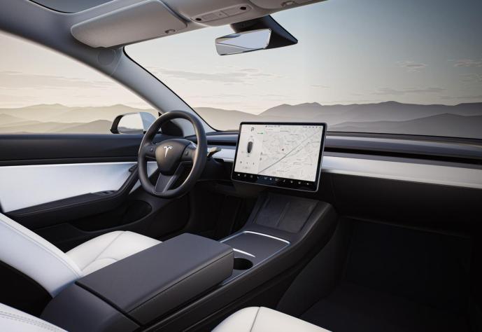 Tesla Model 3 2021 Innenraum