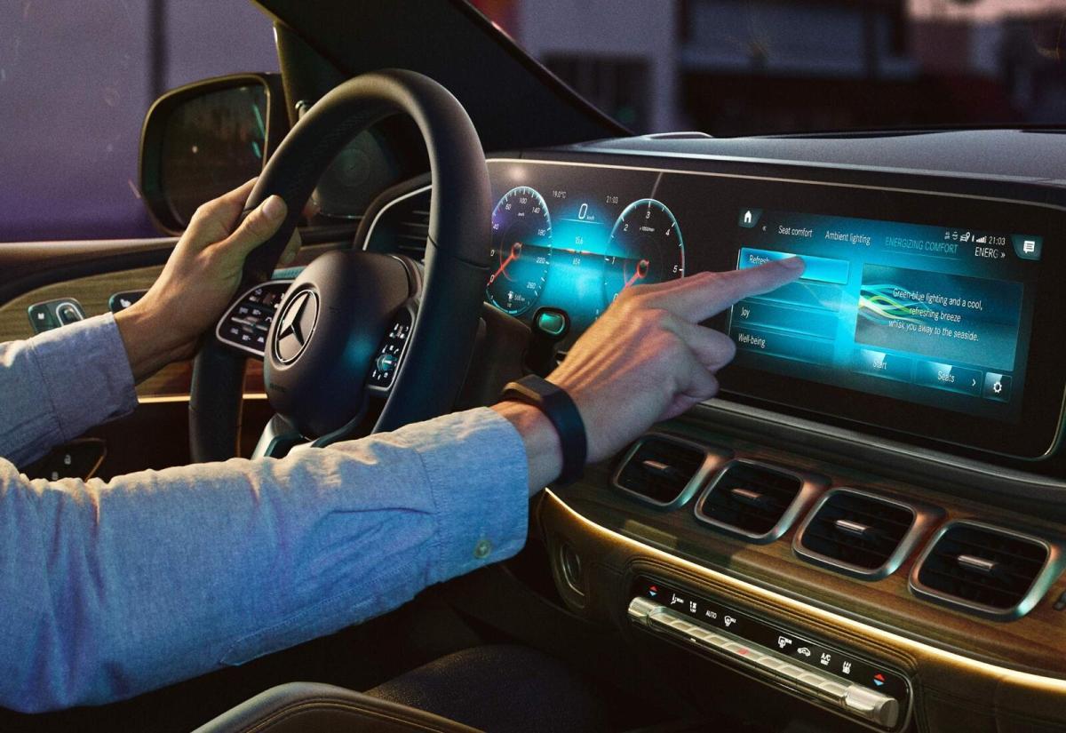 Mercedes Benz Mbux Header