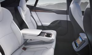 Tesla Model S 2021 Backseat