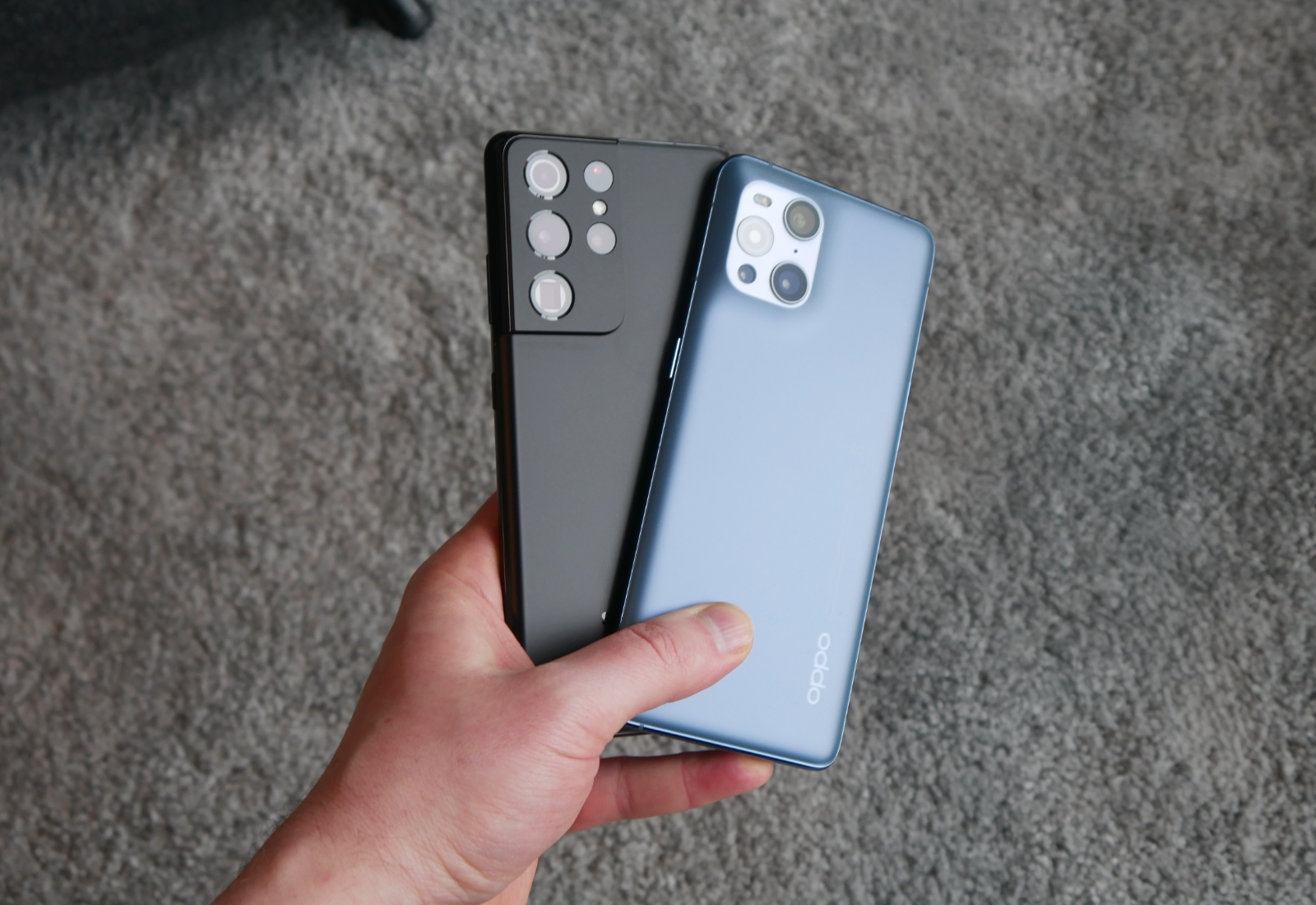 Samsung Galaxy S21 Ultra Oppo Find X3 Pro Hand