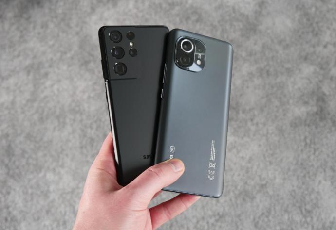 Samsung Galaxy S21 Ultra Xiaomi Mi 11 Back Hand