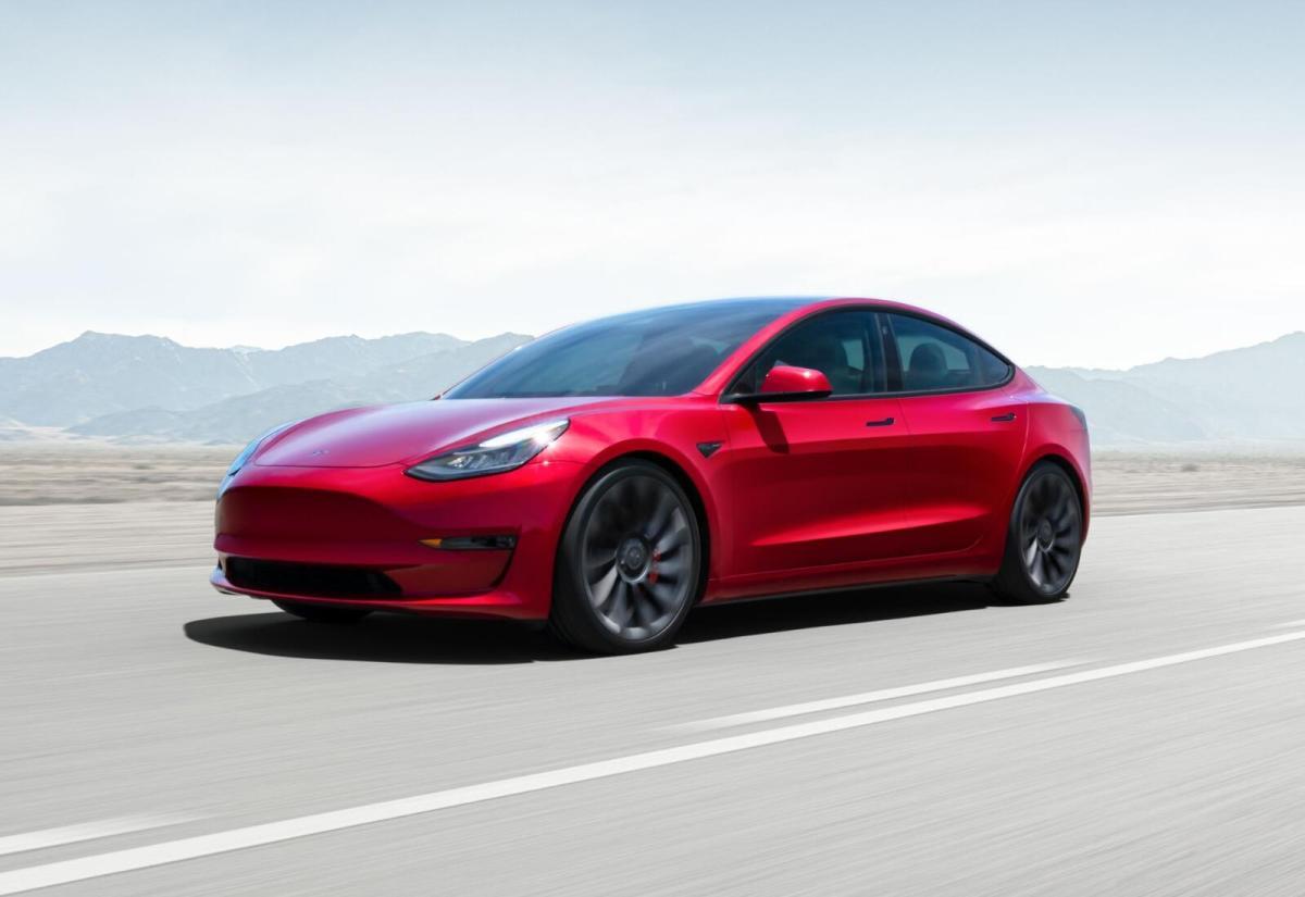 Tesla Model 3 2021 Elektro Header
