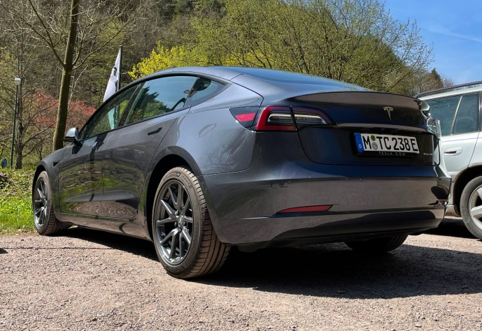 Tesla Model 3 2021 Heck