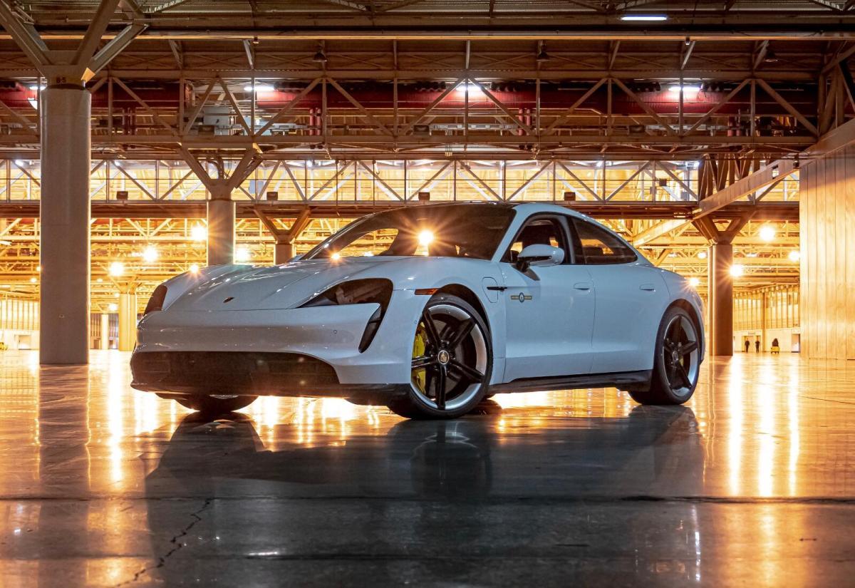 Porsche Taycan 2021 Front Header