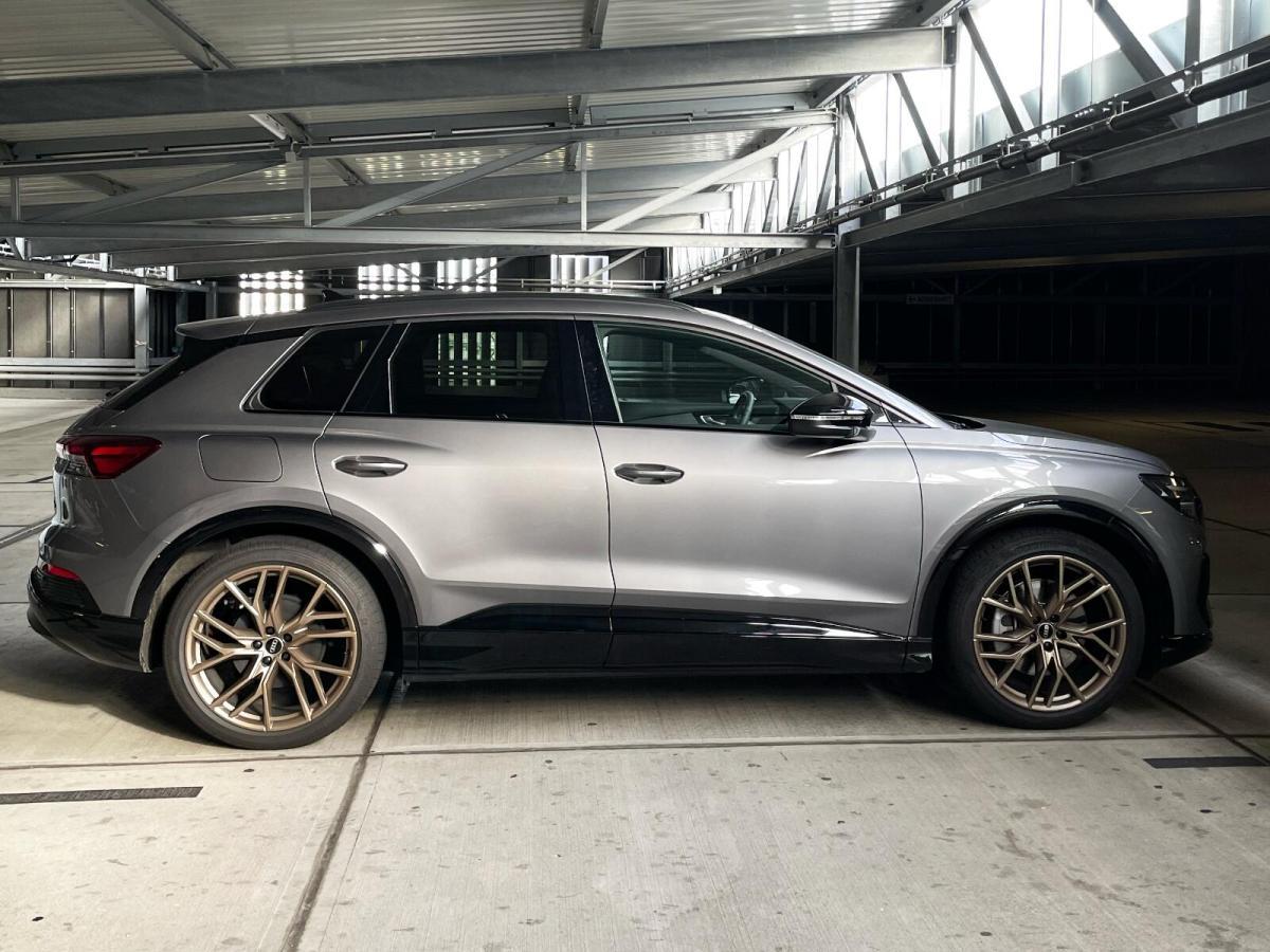 Audi Q4 Etron Grau
