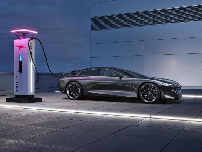 Audi Grandsphere Ionity Laden
