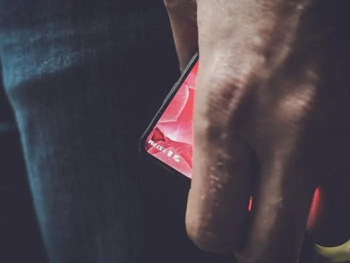 andy-rubin-bezel-less-smartphone
