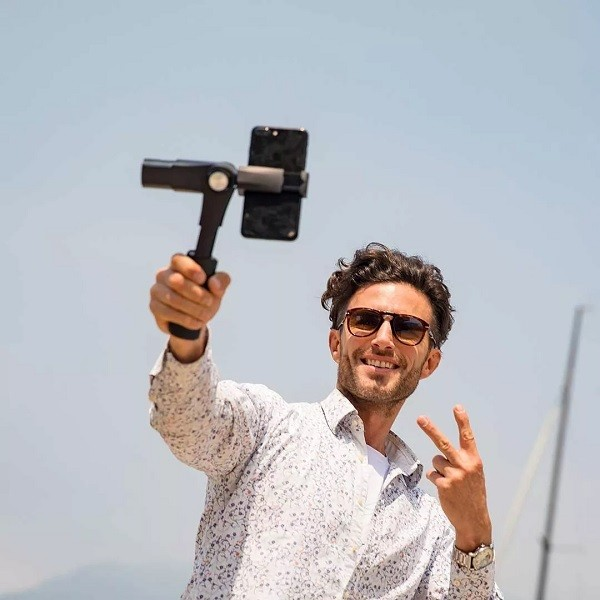 Xiaomi-Three-axis-Shooting-Stabilizer-smartphones-official-1