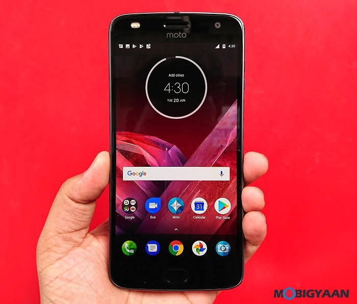 Motorola-Moto-Z2-Play-Hands-on-Review-Images-12