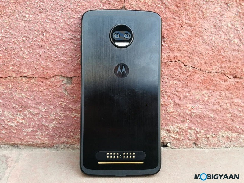 Motorola-Moto-Z2-Force-Hands-on-Review-Images-9