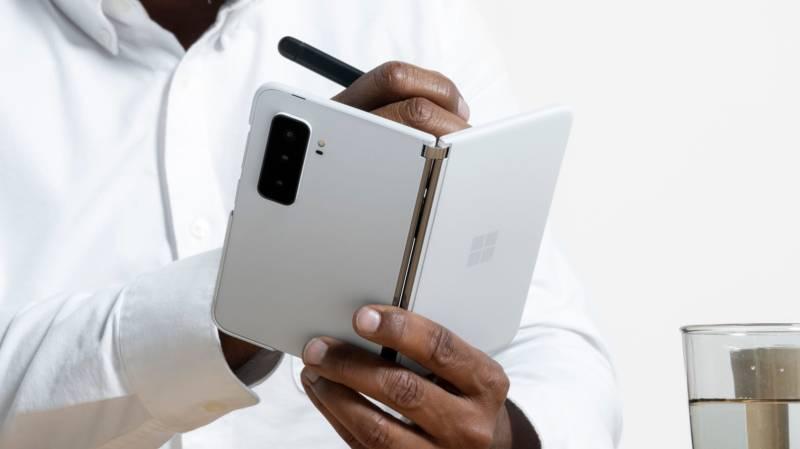 مايكروسوفت تقدم Microsoft Surface Duo 2 بأداء أفضل وكاميرة ثلاثية