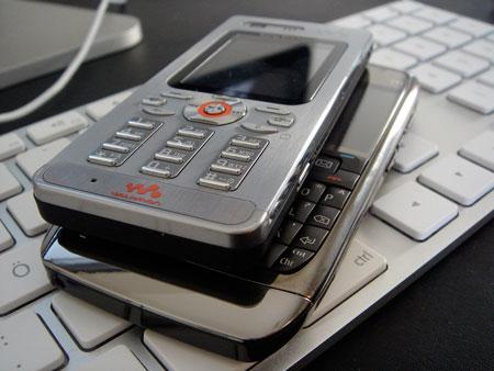 Nokia E71 vs Sony Ericsson W880i