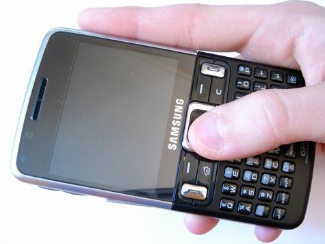 Samsung C6625 kädessä