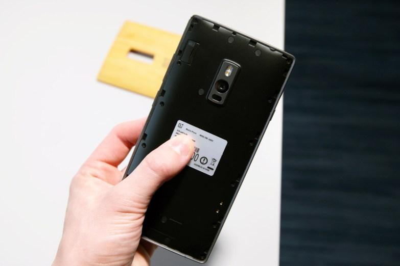OnePlus 2, ilman takakuorta