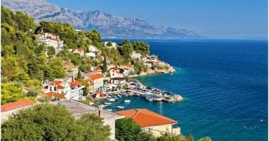 Makarska Rivieran sträcker sig i 60 km mellan städerna Brela och Gradac, och huvudstaden är naturligtvis Makarska