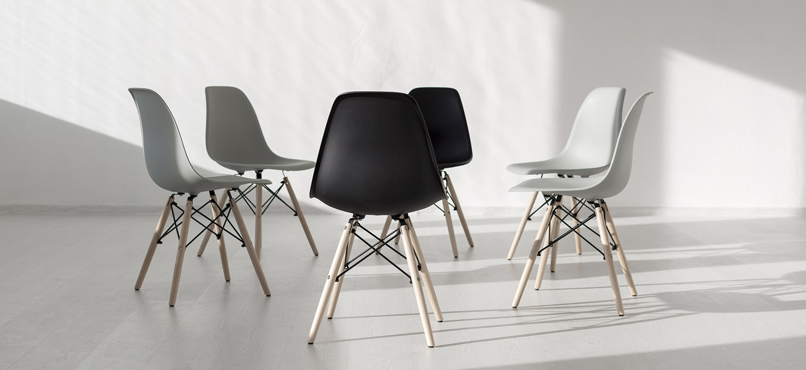 simple-chairs-arrange5d-in-a-circle